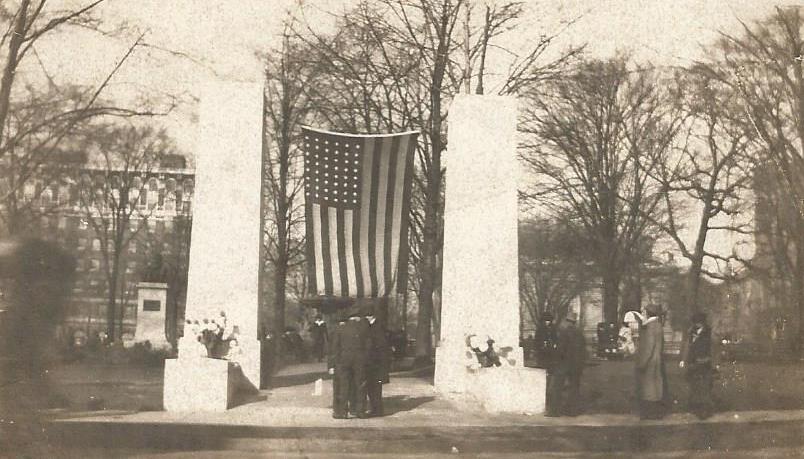 memorial monument fulton st park