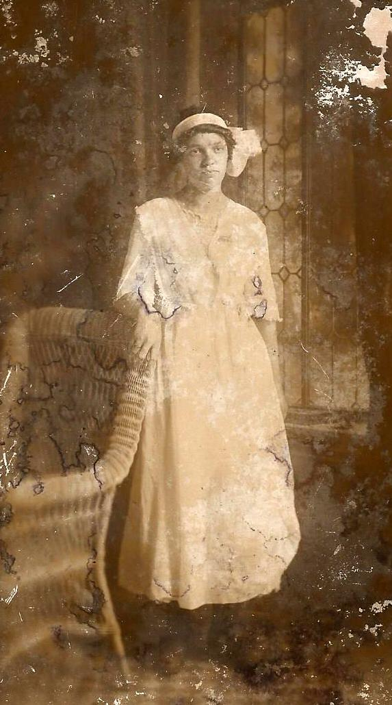Hattie Apsey age 16 4 mo June 19 1913