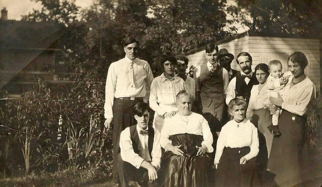 aunt lizzie family
